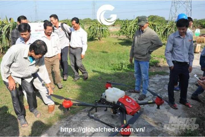 [nongnghiep.vn] Tính năng nổi bật của drone P-GLOBALCHECK phun thuốc bảo vệ thực vật