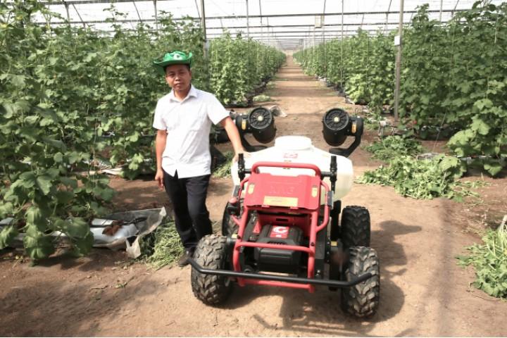 [nongnghiep.vn] Xem robot nông nghiệp RG150 chăm sóc vườn cây
