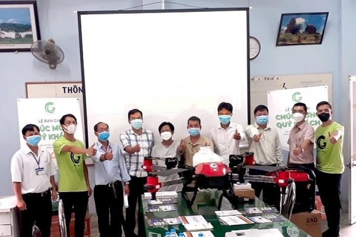 [NONGNGHIEANGIANG] Trung tâm Khuyến nông An Giang tổ chức Lễ bàn giao thiết bị bay không người lái Drone cho 4 Hợp tác xã