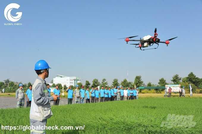 drone phun thuốc bảo vệ thực vật