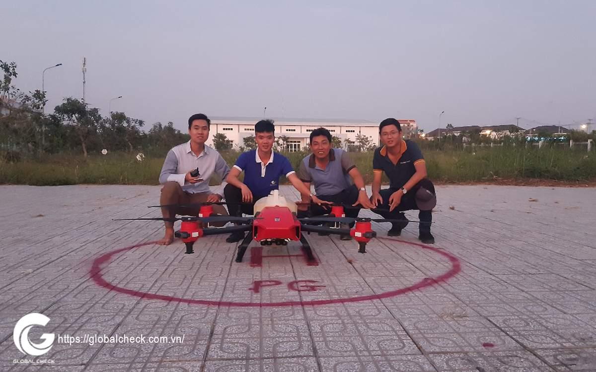 dao-tao-van-hanh-may-bay-phun-thuoc-pg